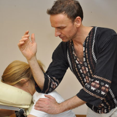 CHAIR MASSAGE (Online training: Chair massage. Learn the intricacies to perform a thorough chair massage)